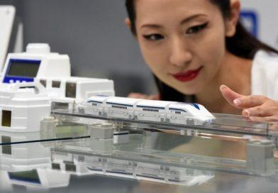 Çin Raylara Değmeden 600 Km Hızla Giden Treni Tanıttı